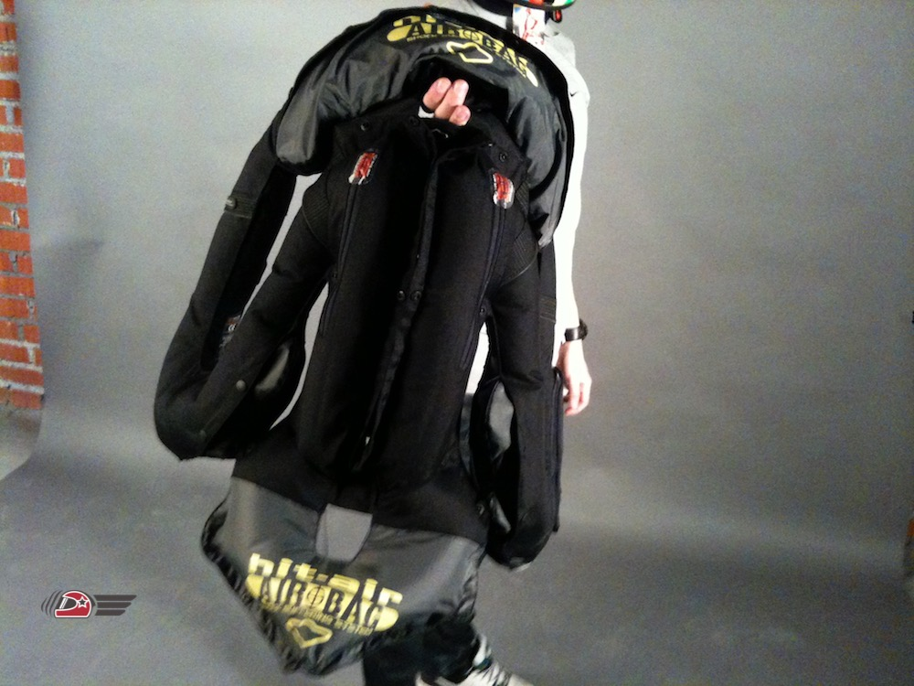 All-in-one airbag жилет мотоциклиста
